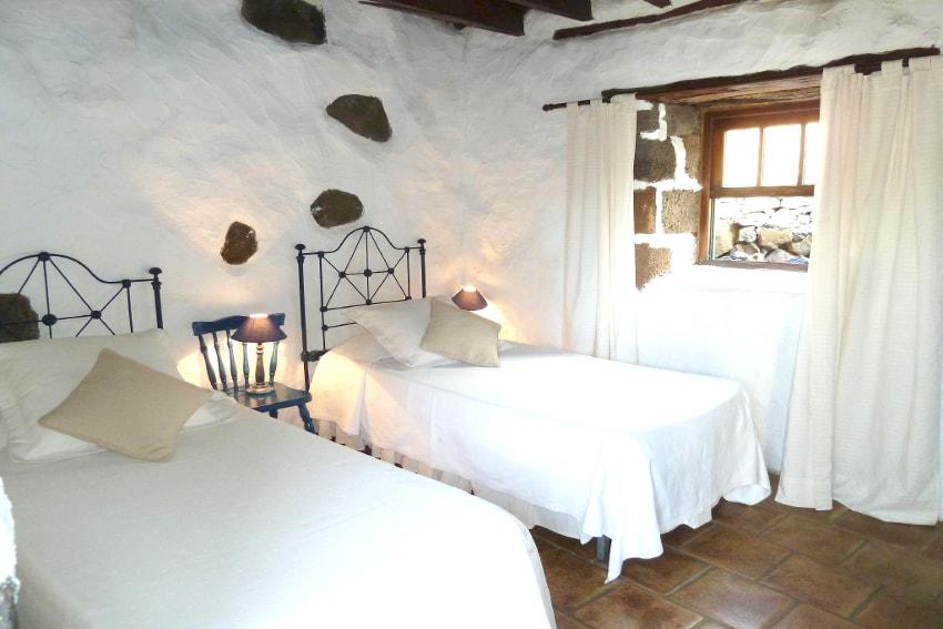 Spain - Canary Islands - El Hierro - Los Llanillos - Casa Pepe Luis - Bedroom with two single beds