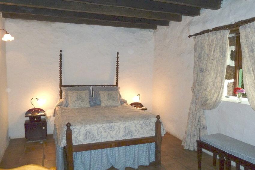 Spain - Canary Islands - El Hierro - Los Llanillos - Casa Pepe Luis - Bedroom with double bed