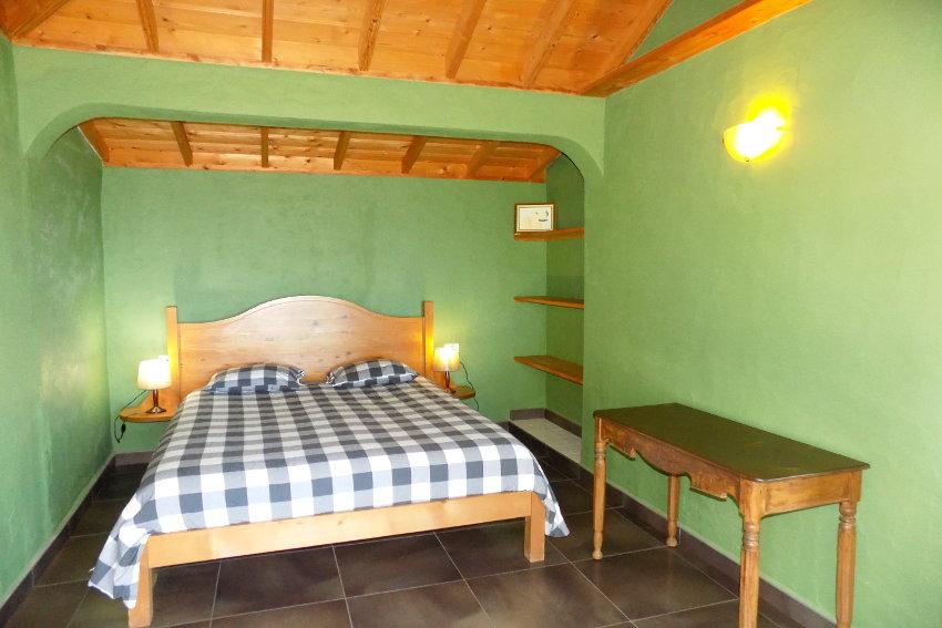 Spain - Canary Islands - La Palma - La Punta - Casa Las Vetas - Bedroom with double bed and SAT-TV