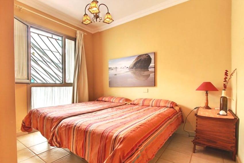 Spanien - Kanarische Inseln - La Palma - Puerto Naos - Apartment Brisa del Mar - Schlafzimmer mit Doppelbett