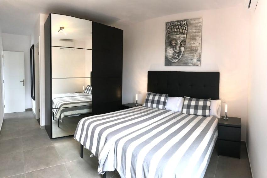 Spain - Canary Islands - La Palma - Los Llanos de Aridane - Villa La Graja - Comfortable bedroom with single beds