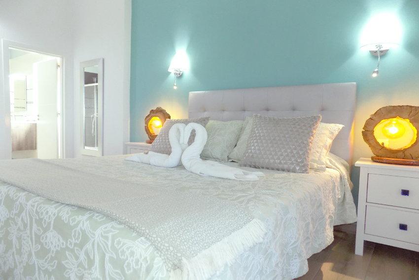 Spain - Canary Islands - El Hierro - Frontera - Villa Tejeguate - Bedroom with bathroom en-suite and whirlpool