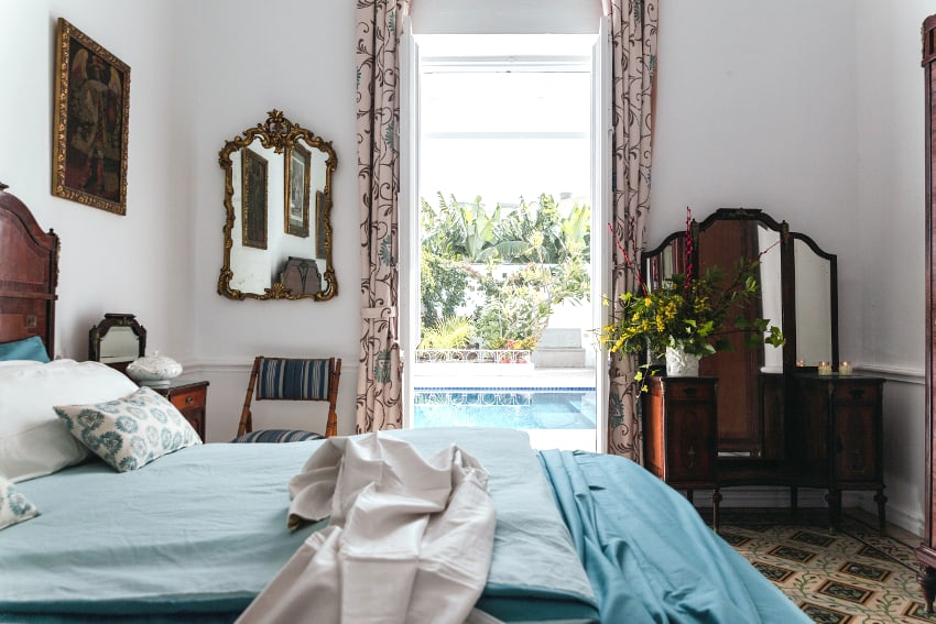 Spain - Canary Islands - La Palma - Puerto de Tazacorte - Villa Imperial - Bedroom with double bed and direct access to the private pool