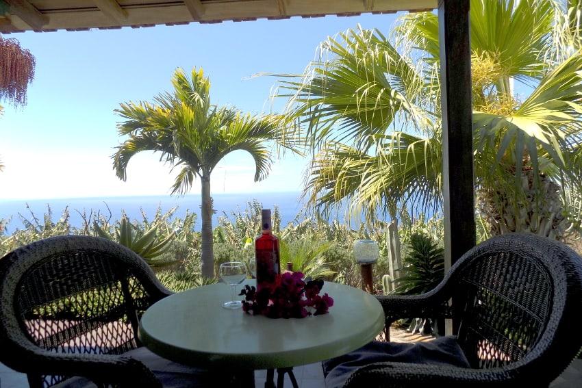 Spanien - Kanarische Inseln - La Palma - La Punta - Casa Las Vetas - Schlafzimmer mit direktem Zugang zur Terrasse mit grandiosem Meerblick