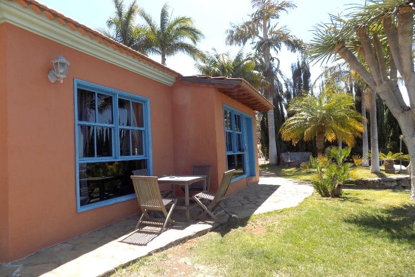 España - Islas Canarias - La Palma - La Punta - Casa La Gorgonia - Jardín tropical con terraza del sol para disfrutar un rico desayuno