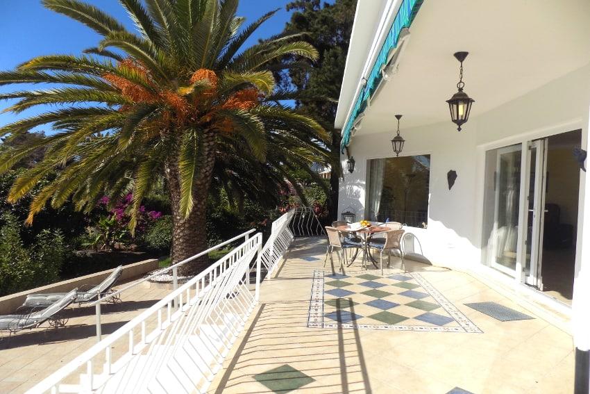 España - Islas Canarias - La Palma - Tajuya - Casa La Palmera - Terraza de sol con vista hacia el jardìn