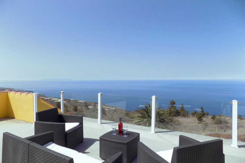 Spain - Canary Islands - La Palma - Tijarafe - Casa La Hoya - Roof-deck with incredible view towards the Atlantic Ocean