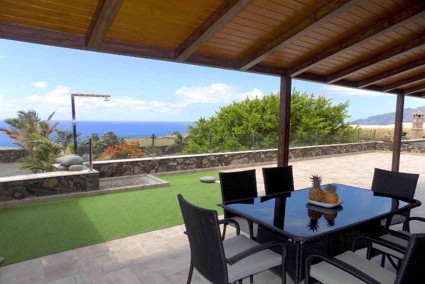 Spain - Canary Islands - El Hierro - Frontera - Villa Tejeguate - Covered terrace with large dining table and outdoor shower