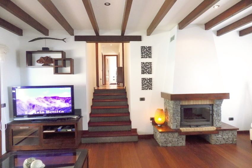 Spain - Canary Islands - El Hierro - Frontera - Villa Mocanes - Living room with fireplace, SAT-TV and access to the sleeping area