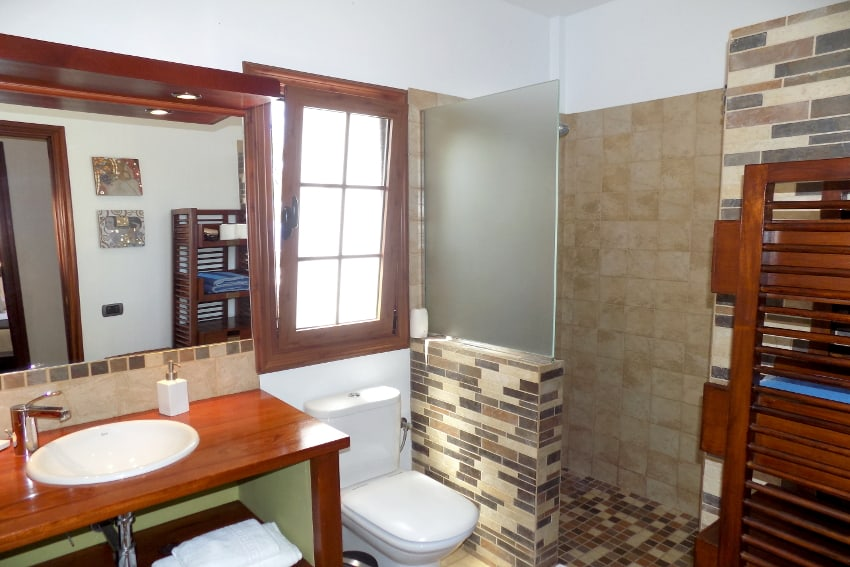 Spain - Canary Islands - El Hierro - Frontera - Villa Mocanes - Bathroom with shower