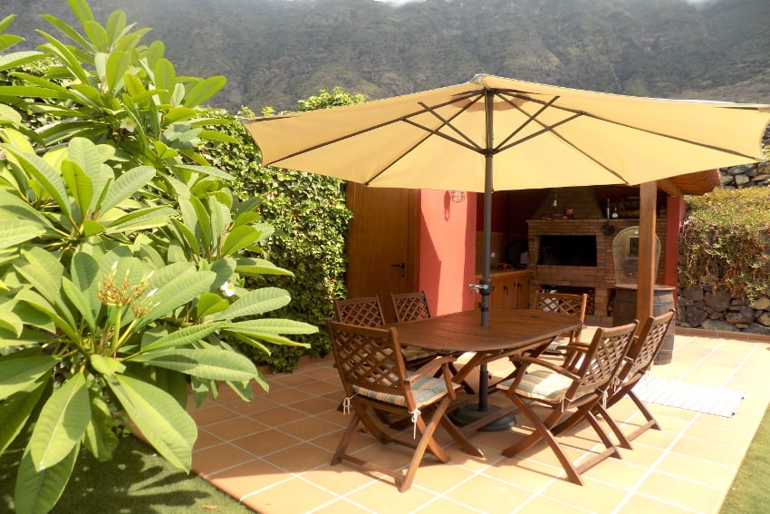 Spain - Canary Islands - El Hierro - Frontera - Villa Mocanes - Barbecue with woo