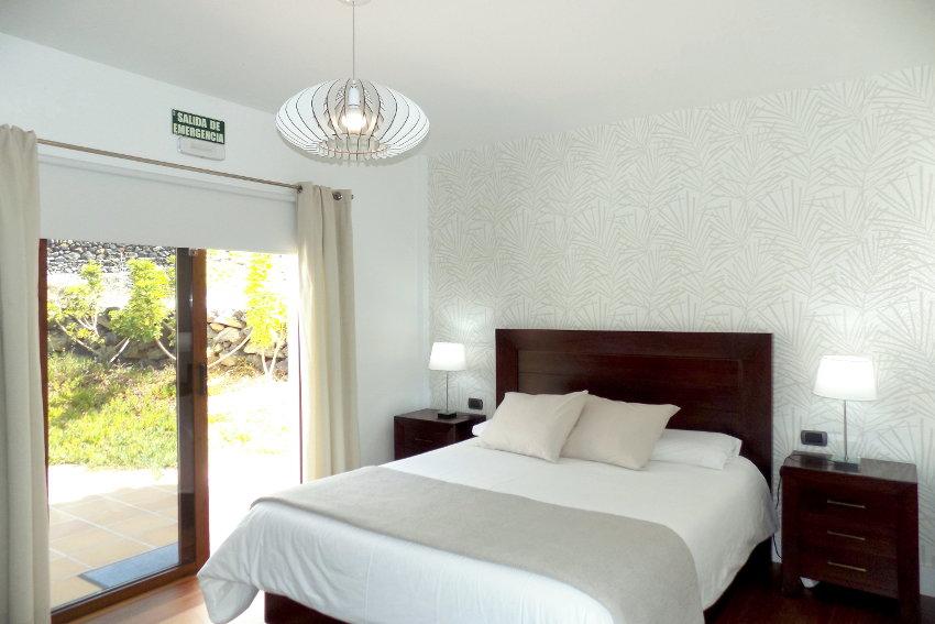Spain - Canary Islands - El Hierro - Frontera - Villa Mocanes - Masterbedroom with direct access to the pool