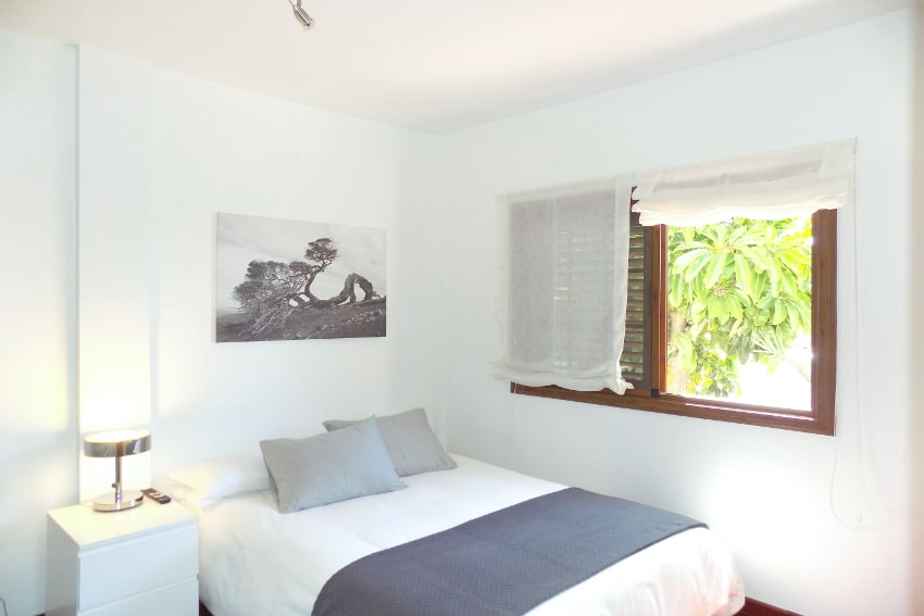 Spain - Canary Islands - El Hierro - Frontera - Villa Mocanes - Bedroom with double bed and SAT-TV