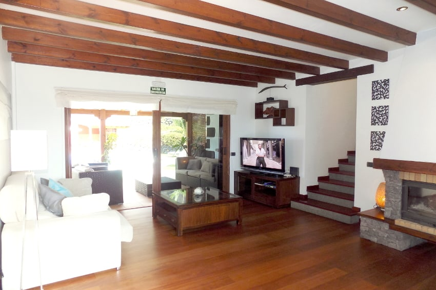Spain - Canary Islands - El Hierro - Frontera - Villa Mocanes - Living room with fireplace, SAT-TV and direct access to the outdoor area