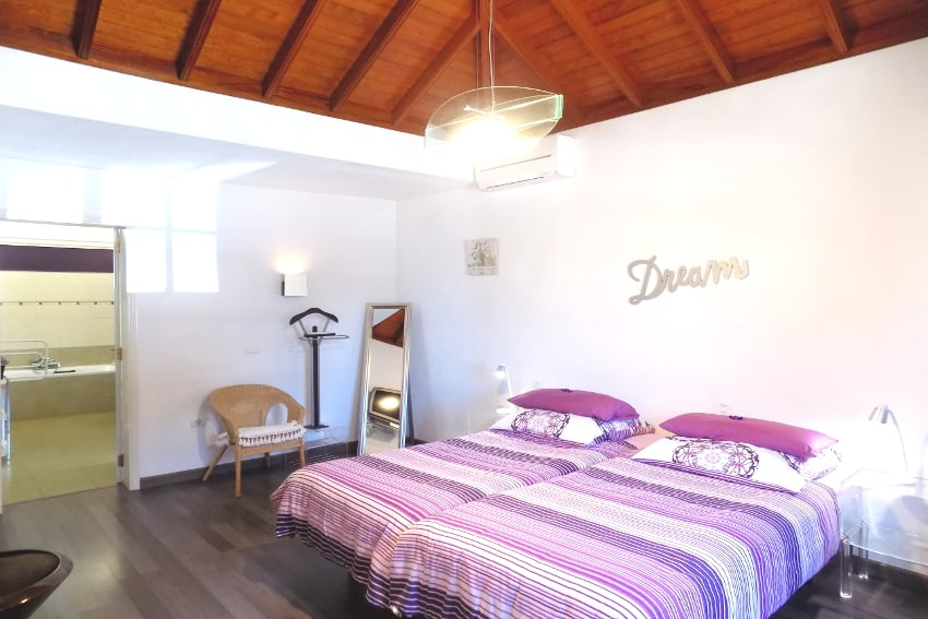 Spain - Canary Islands - La Palma - Los Llanos - Villa Panorámica - Cozy bedroom with 2 single beds and air condition
