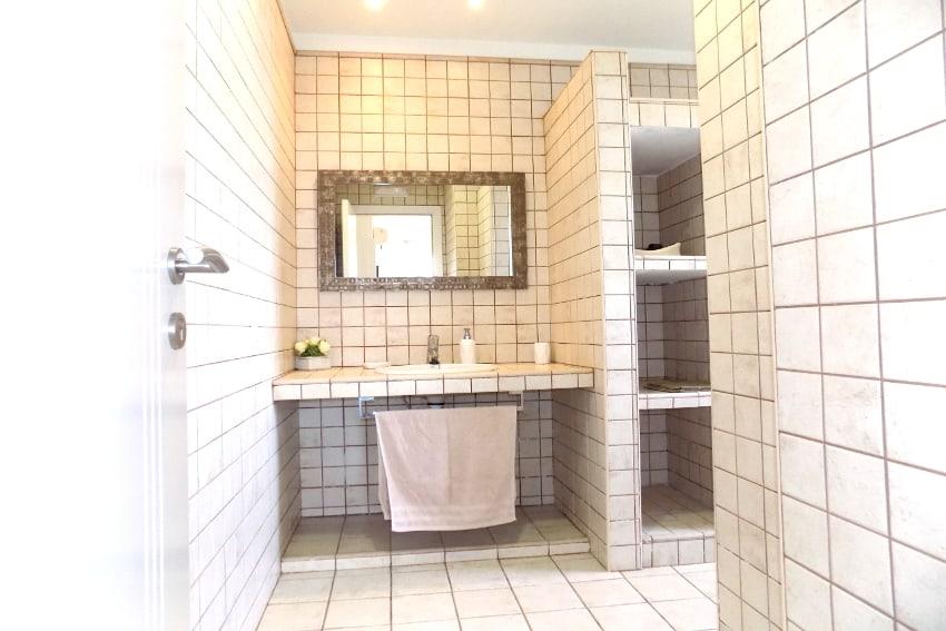 Spain - Canary Islands - El Hierro - Tigaday - Villa Tibataje - Bathroom en-suite with shower and bidet