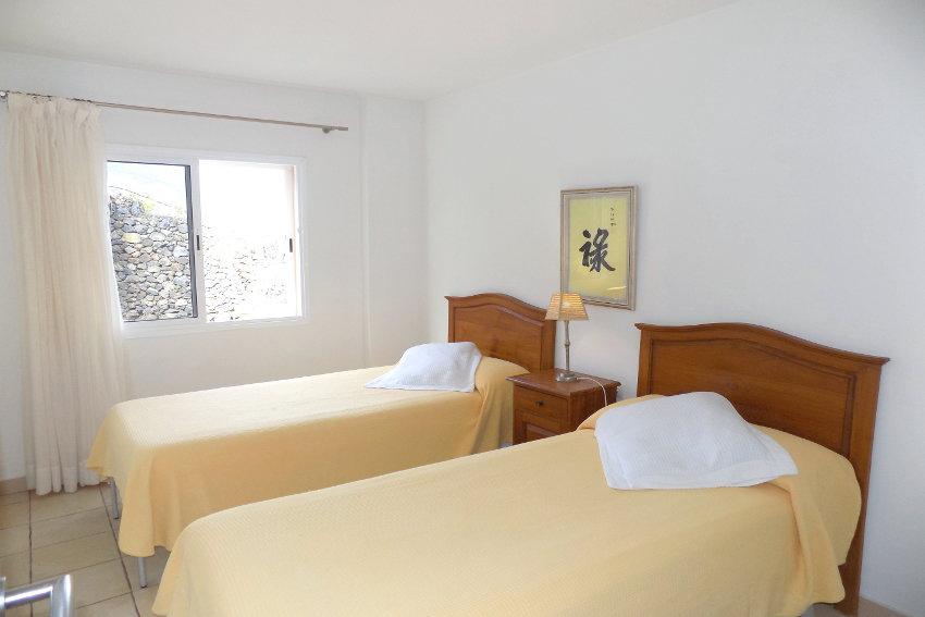 Spain - Canary Islands - El Hierro - Tigaday - Villa Tibataje - Double bedroom with single beds and air con