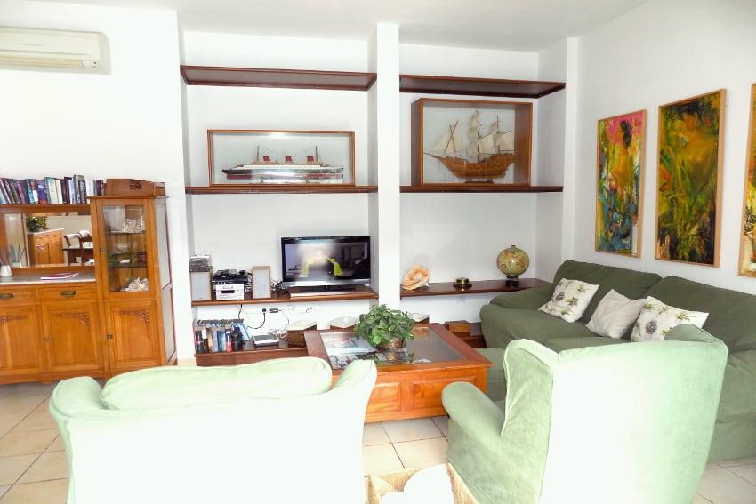 Spain - Canary Islands - El Hierro - Tigaday - Villa Tibataje - Comfortable living room by the pool with SAT-TV