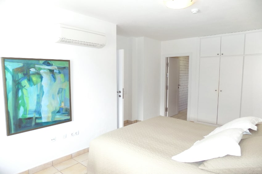 Spain - Canary Islands - El Hierro - Tigaday - Villa Tibataje - Masterbedroom with bathroom en-suite and air con