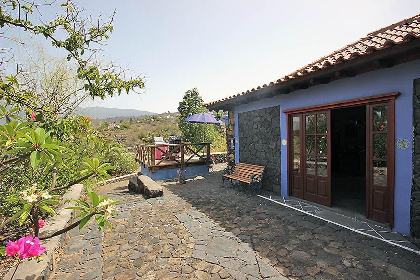 Ferienhaus La Palma mit Pool Casa Lava y Sol: Terrasse vor dem Ferienhaus
