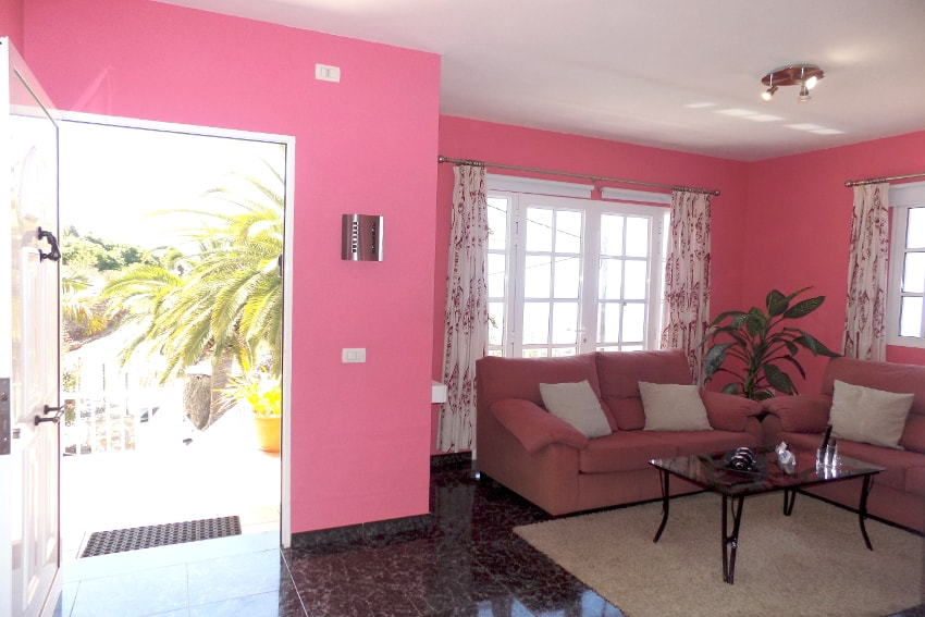 Spain - Canary Islands - La Palma - Tijarafe - Casa La Hoya - Living room with air conditioner, SAT-TV and direct access to the pool