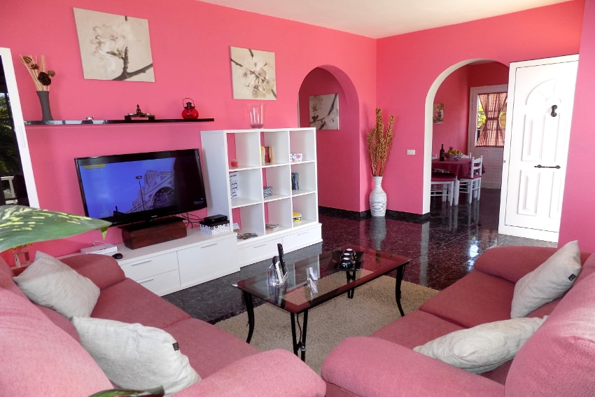 Spain - Canary Islands - La Palma - Tijarafe - Casa La Hoya - Living room with air conditioner, SAT-TV and direct access to the kitchen