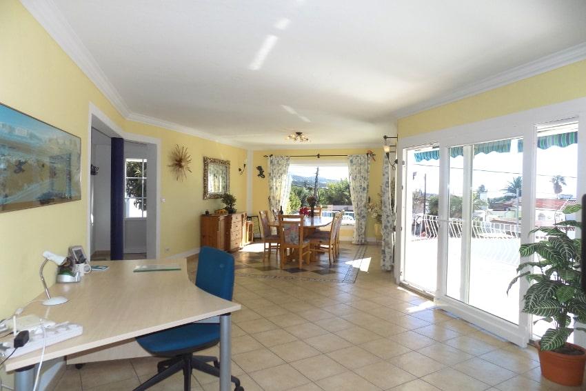 España - Islas Canarias - La Palma - Tajuya - Casa La Palmera - Gran sala de estar con accesso directamente a la terraza