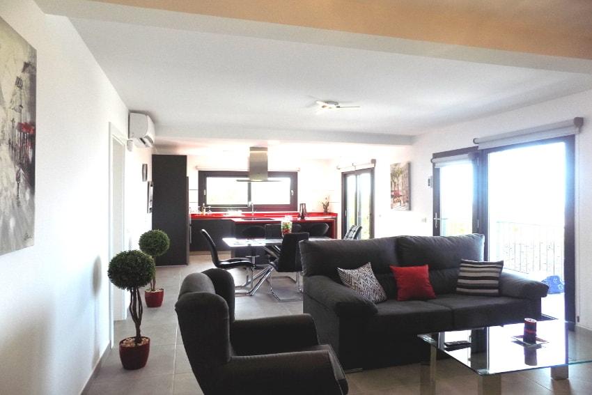 Spain - Canary Islands - La Palma - Los Llanos de Aridane - Villa La Graja - Modern living and dining area with American kitchen