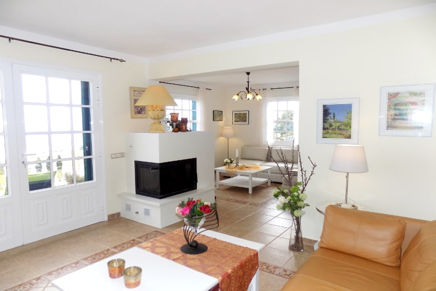 Spain - Canary Islands - La Palma - Mazo - Villa Monte Breña - Comfortable, bright living room on the ground floor with ficeplace and direct access to the sun terrace