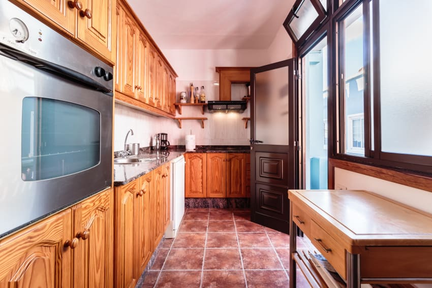 Spain - Canary Islands - La Palma - Tazacorte - Casa Havana - Fully equipped kitchen with small balcony