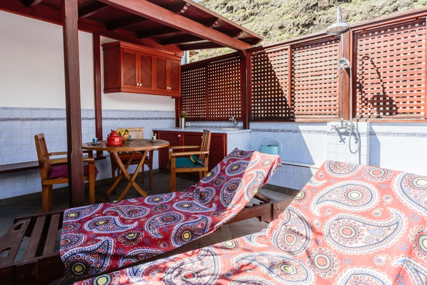 Spain - Canary Islands - La Palma - Tazacorte - Casa Havana - Cozy roof terrace with lounge, small kitchen and mountain view