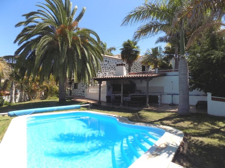 España - Islas Canarias - La Palma - La Punta - Casa Rincón del Atlántico - Barbacoa cerca la piscina privada