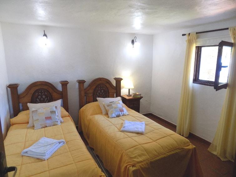 España - Islas Canarias - La Palma - La Punta - Casa Rincón del Atlántico - Dormitorio con dos camas individuales