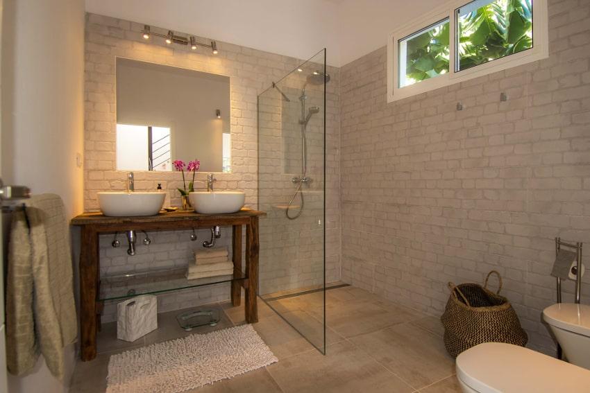 Spanien - Kanarische Inseln - La Palma - Tazacorte - Casa Alma Marina - Badezimmer mit Bidet, WC, Dusche im 1.OG